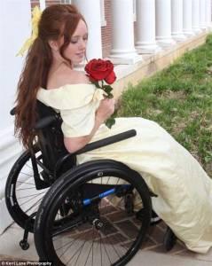 癱瘓女孩當上美人魚模特兒,這是多麼美麗動人的拍攝!