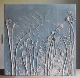 把花朵壓入濕黏土裡,再倒入灰泥和混凝土…看到成品後就深深地被它著迷!