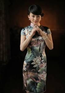 旗袍下迷樣的女子,太美了!旗袍是誘惑,更是自信......