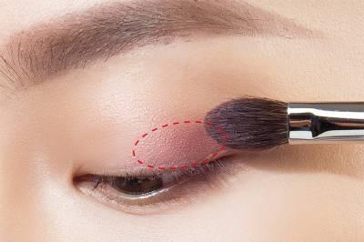 用「眼神」就可以釋放妳的女人味!5個步驟,派對彩妝搭配小tips....