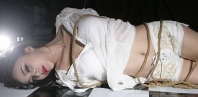 新婚之夜,原先溫柔無比的老公竟突然性情大變,拿出麻繩將我五花大綁,還說不相信我有貞潔!之後竟慘讓我崩潰到.....
