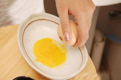 教你自製5款雞蛋蛋黃面膜,媽媽敷了一週雀斑竟然消失了!!皮膚光亮的跟20歲一樣!