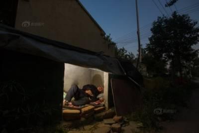 86歲老人被禽獸兒子遺棄住垃圾池