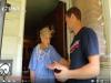 90歲獨居老奶奶遭警告再不清理房子環境就要被罰款,無助的她幾天後卻看到這個男子站在門口…