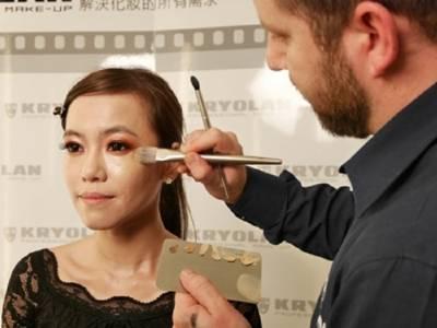 時尚後台彩妝師 教妳不用氣墊粉餅就能打造亮透裸肌