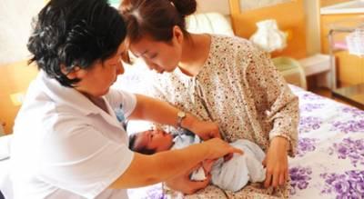 剖腹產後婆婆來照顧我...護士的一句話讓我忍不住放聲大哭!