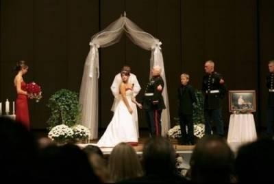 曾經 他們是最幸福的..............一場讓數億人心酸落淚的婚禮!