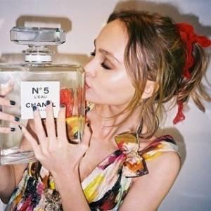 是她 香奈兒Chanel N°5 L'EAU香水代言人莉莉蘿絲戴普Lily-Rose Depp