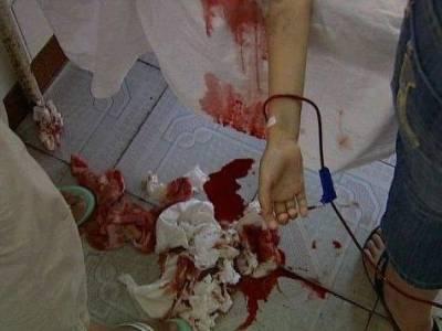 一個後媽毒打6歲繼女,治療現場千人哭成一片