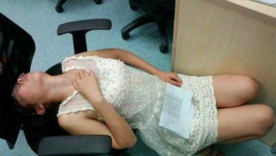 結婚30幾年的老公為了辦公室年輕貌美女秘書拋棄她,她用了最棒的方法反擊....