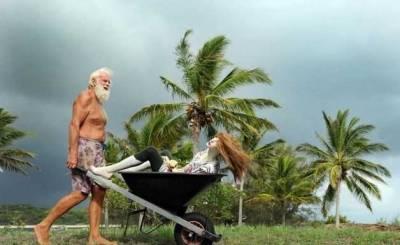 把十個男人和一個女人放荒島上,三個月後...