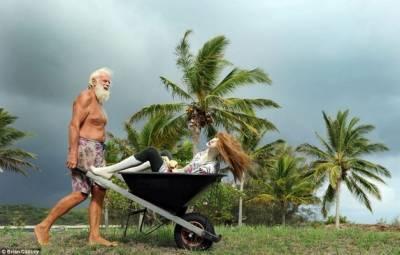 把十個男人和一個女人放在荒島上,三個月後...