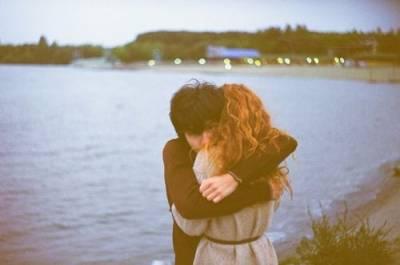 真正的愛情,不是整天多愛多愛,而是認真的一句,不離開。