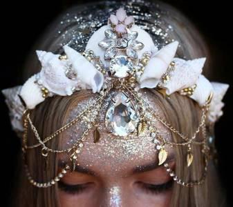 這頭飾妳一定沒試過!戴貝殼輕鬆變身「人魚公主」