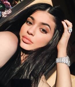 才19歲!快來看看Kylie Jenner引領秋冬3大「唇色」趨勢,今年就大膽的「這款唇色」,表現太驚人了!